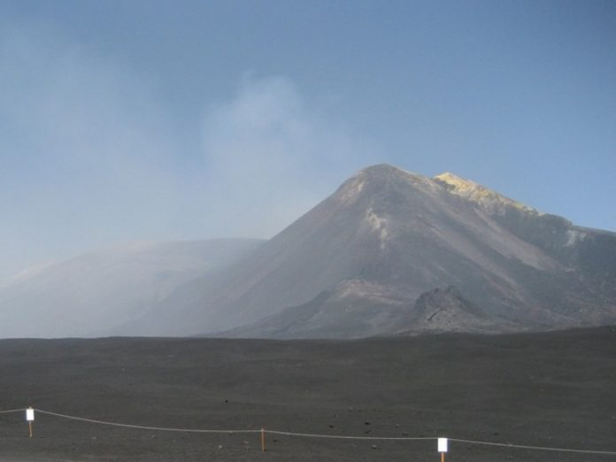 In Sicily woke up mount Etna and threw a huge column of smoke