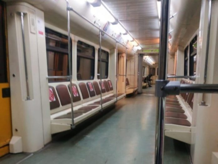 In the Moscow metro detained the hooligan with a knife and a gun
