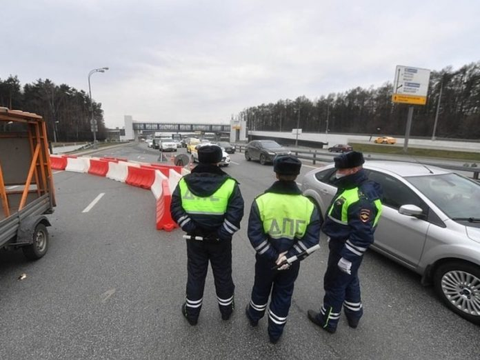 Moscow traffic police caught the intruder on the ruble, and resisted the bribe of 165 thousand rubles