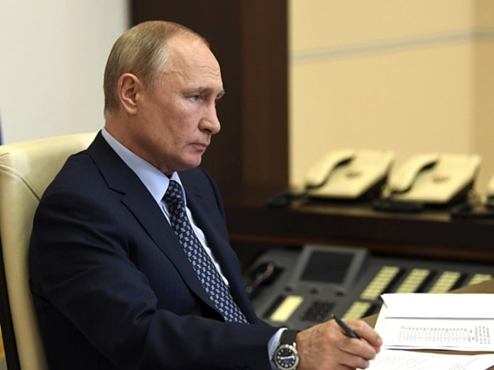 Russian diplomats called disinformation Bloomberg article on the rating of Putin and demanded an apology