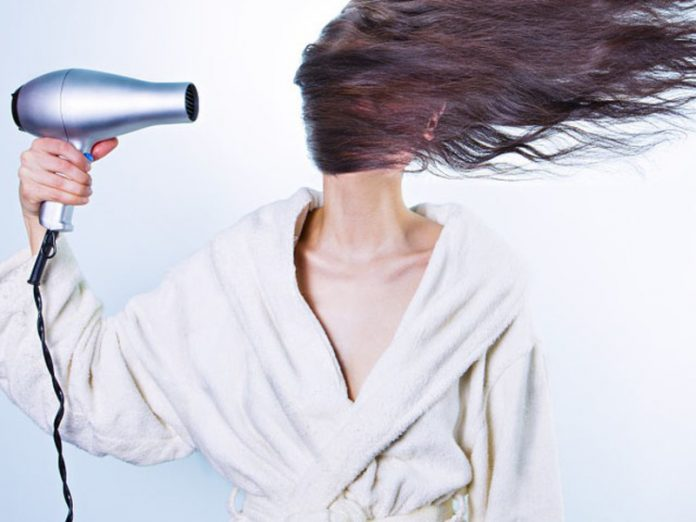 The doctors explained why sleeping with wet hair is dangerous for health