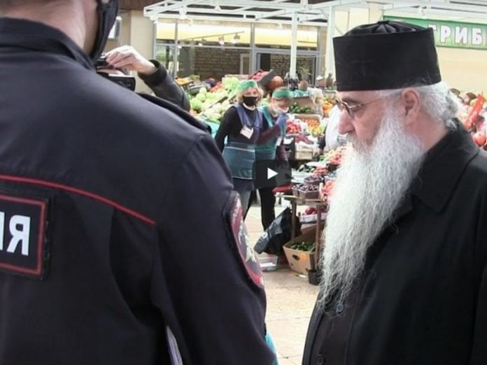 The ruling Bishop of the Russian Orthodox Church found in the market in Saratov without a mask (video)