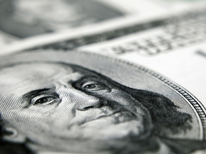 The Russians do not cease to take currency out of banks