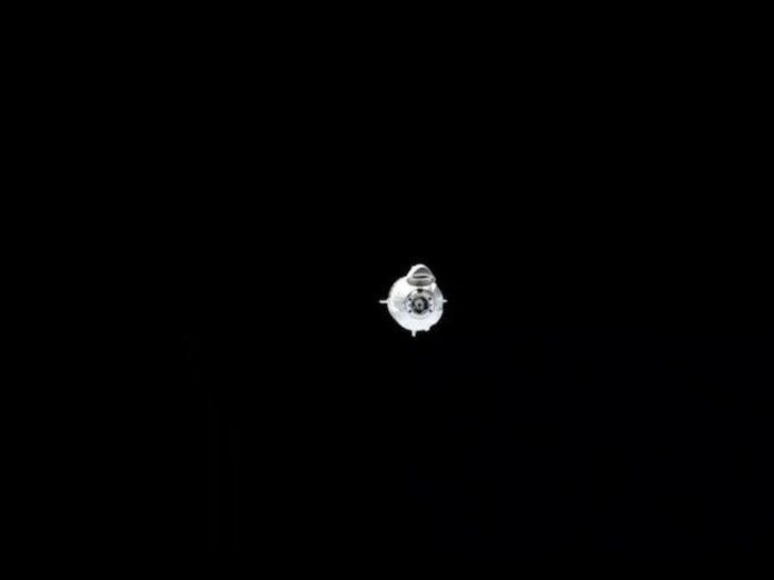 The spacecraft Crew Dragon approaching the ISS (stream)