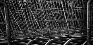 The turnover of the Russian retail sector fell in April by almost a quarter