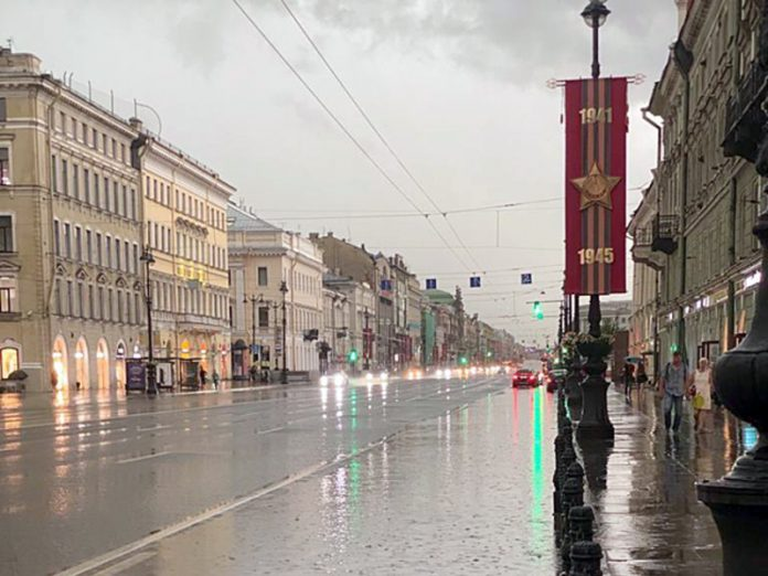 A thunder shower was covered Petersburg: the streets flooded (photo, video)