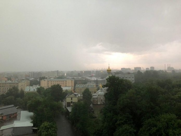 Eyewitness: Lightning struck a substation on the Vasilievsky island