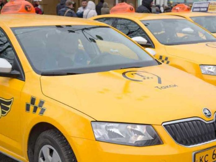 In Moscow detained members of the group to extort money from taxi drivers