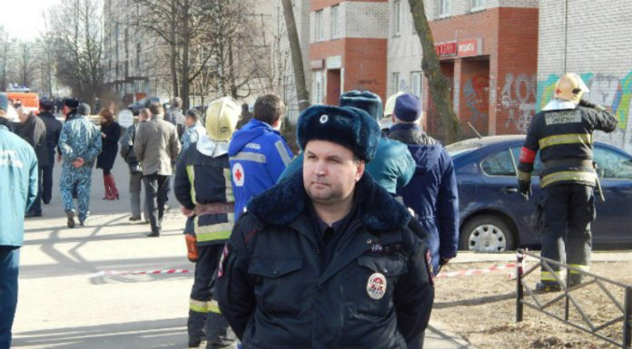 In Omsk bonded to the outside panel high-rises backed with an iron stick (photo)