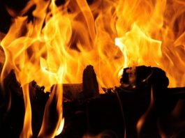 In Primorsky district of St. Petersburg burned non-residential building