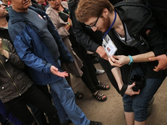 In St. Petersburg police officer and the observer broke the hand of the correspondent of