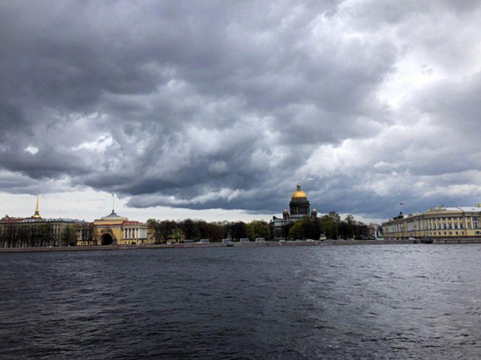 In St. Petersburg, the air warms up to 22 degrees
