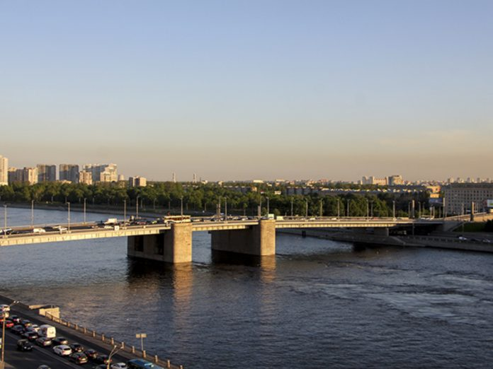 In St. Petersburg, two women fell from the bridge, one drowned