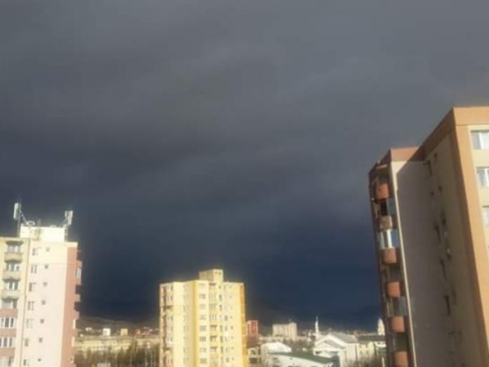 Moscow promised a warm day with rain and storm