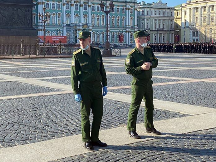 On Palace square in St. Petersburg held a rehearsal of the military parade with violations of social distance (photo, video)