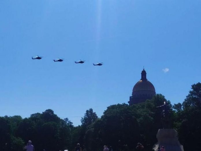 Over the Petersburg hosted the air parade (photo)