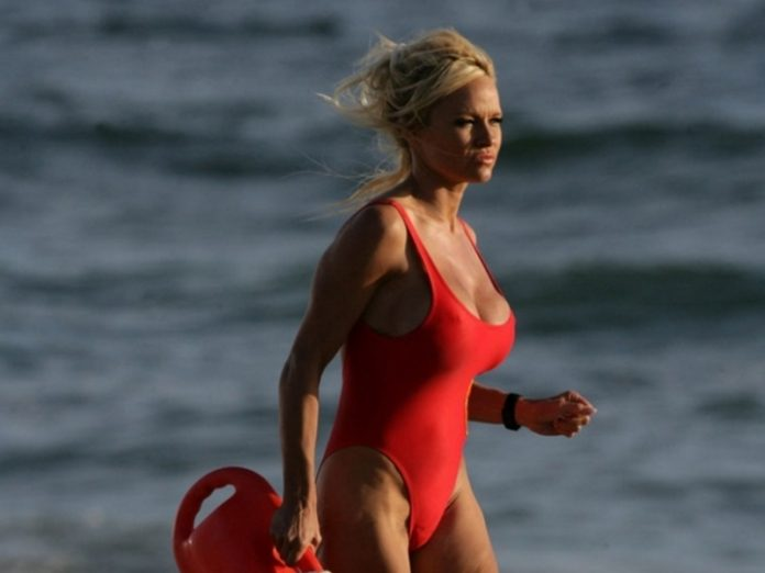 Pamela Anderson completely naked for photo shoot