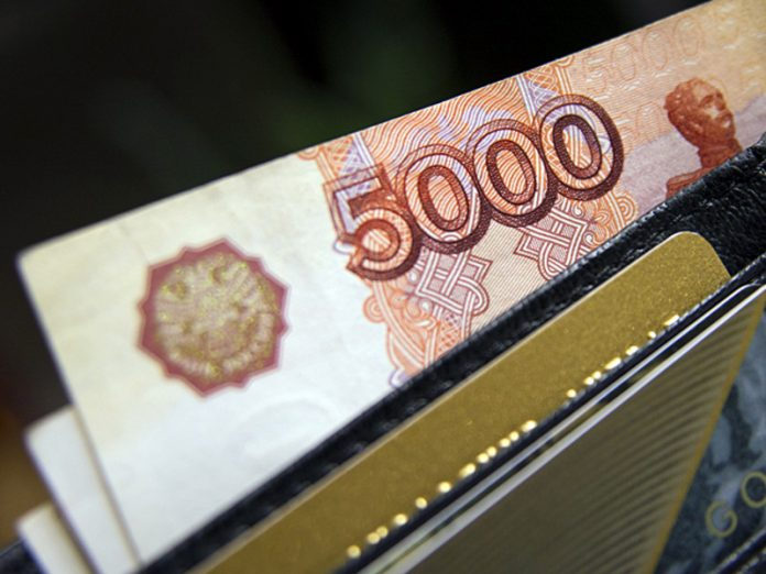 Poll: Money from wages puts every fifth Russian