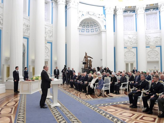Putin presented state awards to figures of science, culture and human rights defenders
