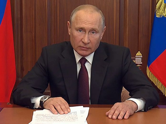 Putin proposed to extend payments to social workers before September 15