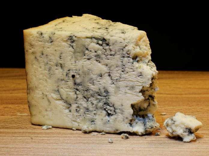 Scientists told about the dangers of cheese and meat for the immune system