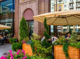 Sobyanin opened the season of summer terraces of restaurants and cafes