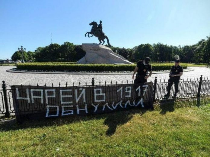 The constitutional court in St. Petersburg, hung a banner about
