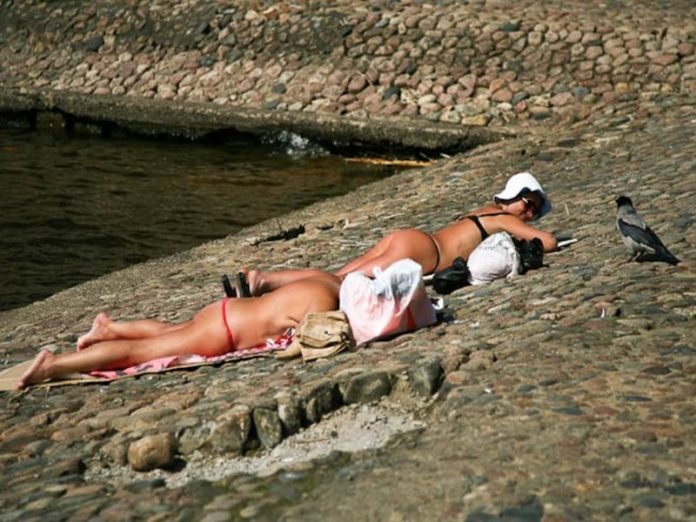 The doctors tell her who it is absolutely impossible to sunbathe