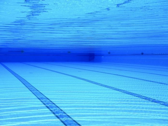 The expert told about the probability to be infected by the coronavirus in the pool