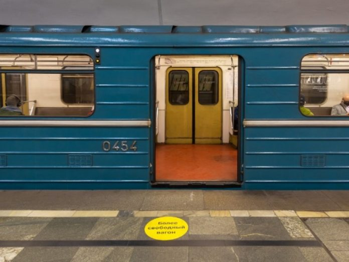 The girl was beaten in the Moscow metro for the comment