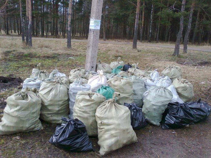 The Russian star will receive prizes for picking up trash