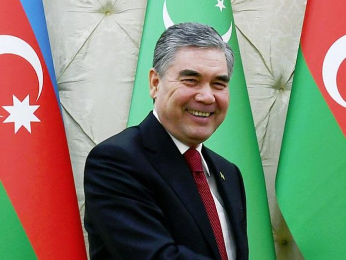 Turkmen state employees for almost a day spent on the road to greet the President