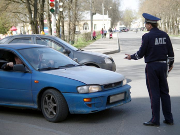 Two men attacked the inspectors of traffic police in St. Petersburg