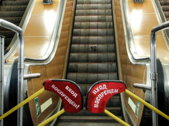 Two passengers fell off the escalators in the Moscow metro
