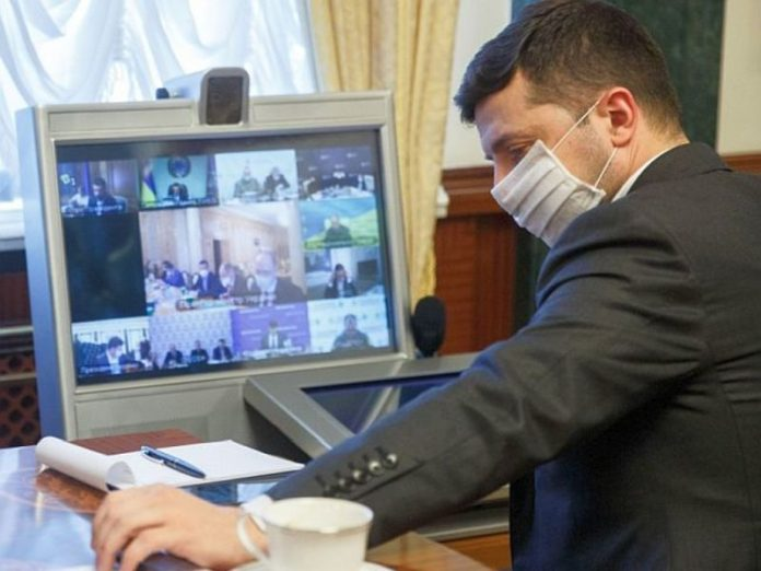 Zelensky abandoned personal meetings after the detection COVID-19 the wife