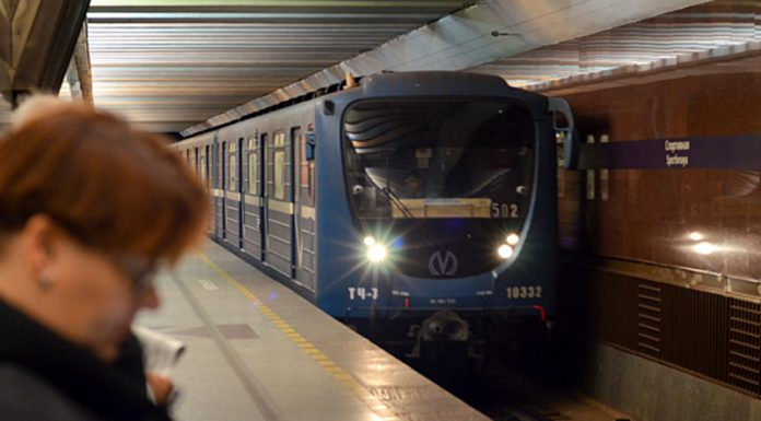 A foreign object on the tracks stopped the trains Saint-Petersburg metro