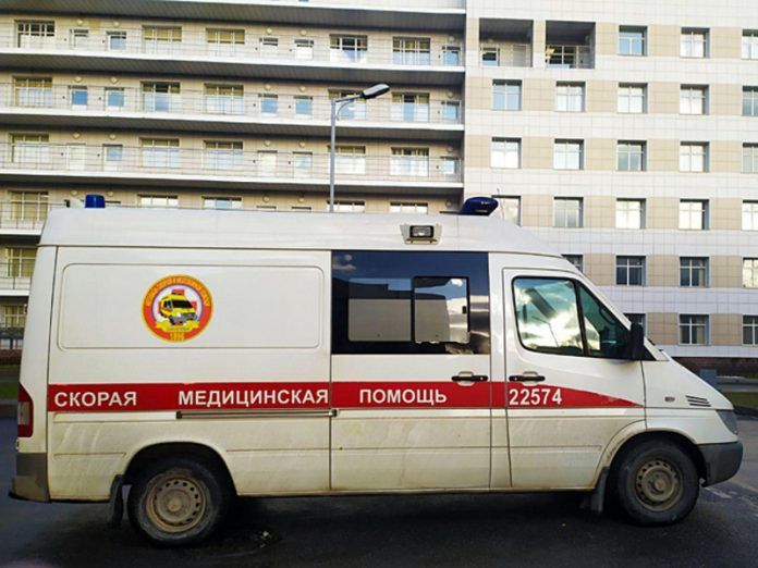 A security guard at a Moscow hospital attacked the driver of the ambulance