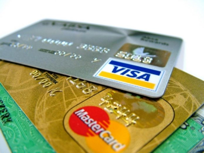 Analysts: Russian banks tightened the issuance of credit cards