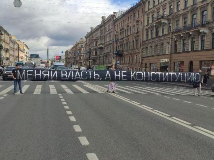 Born in St. Petersburg, was sent under arrest for the overlap of the Nevsky Prospekt with protest banner (picture)