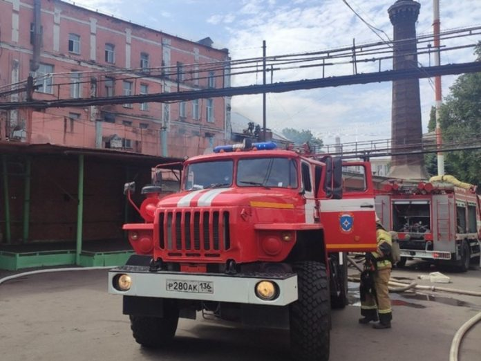 In Chelyabinsk after the fire was smoky unfinished high-rise to the summits (video)