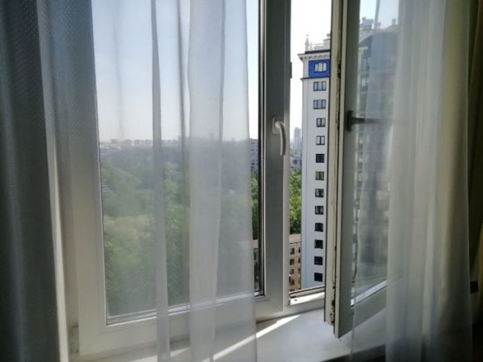 In Leningrad region two year old boy fell from the height of the fifth floor and broke his spine