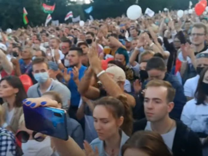 In Minsk held a mass rally in support of rival Lukashenko