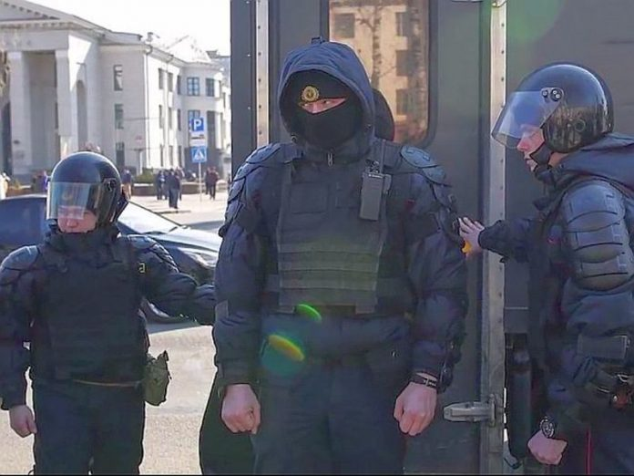 In Minsk on spontaneous protests, arrested more than 70 people