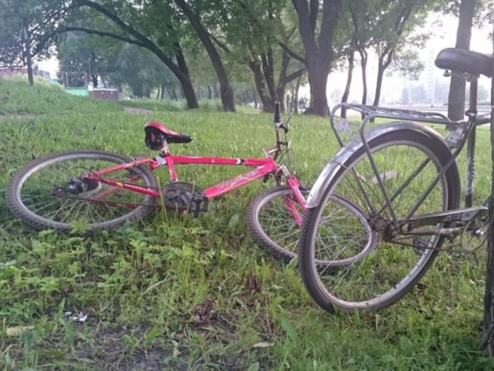 In Moscow schoolboy fell off the bike on a stand for fishing rods and stabbed himself in the stomach