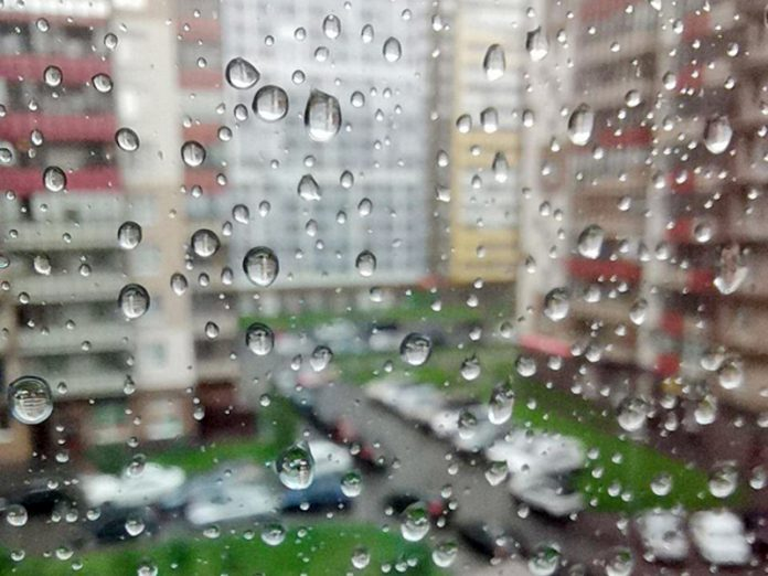 In St. Petersburg, 40 minutes had almost half of the monthly norm of precipitation