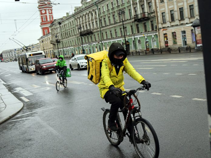 In St. Petersburg detained protesters in support of the couriers Delivery Club