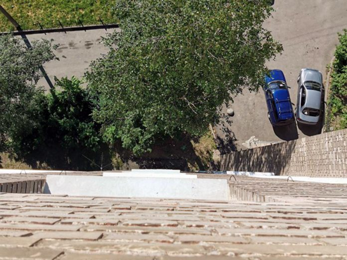 In St. Petersburg the girl survived after falling from the ninth floor