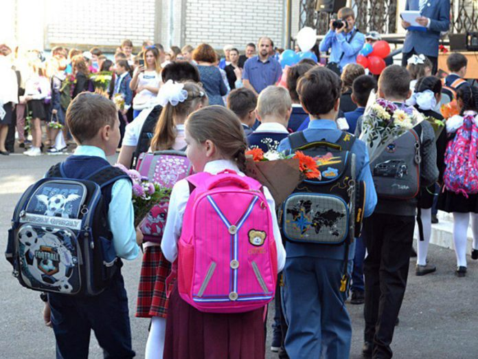 More than 150 thousand Russians have signed a petition for the allowance of fees of children in school