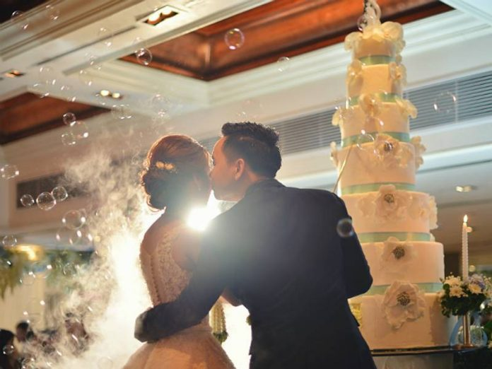 Newlyweds Leningrad at the wedding are allowed to kiss