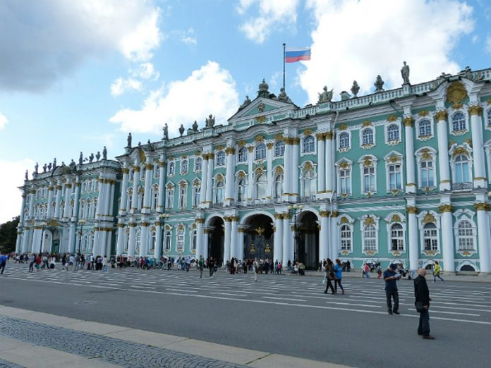 Pensioners and students protested the cancellation of preferential tickets to the Hermitage